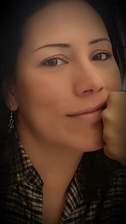 Claudia una travesti de 41 años morena femenina 7579