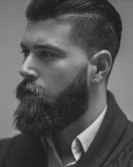 Moreno de piel de cuerpo delgado con barba vello mu atractivo 2679