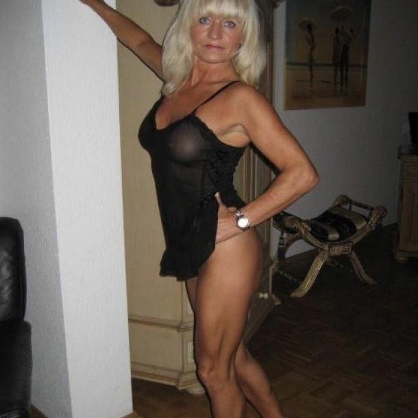Mujere busco follaamigo 2052